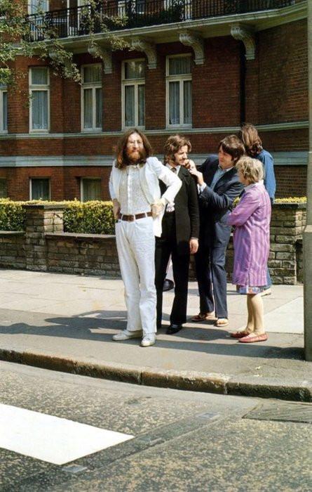 BeatlesBeforeCrossingAbbyRoad
